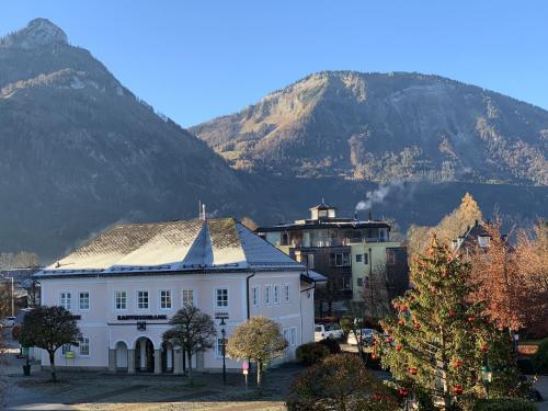 Ein allgemeiner Bergblick oder ein Berglick von des Gasthauses aus