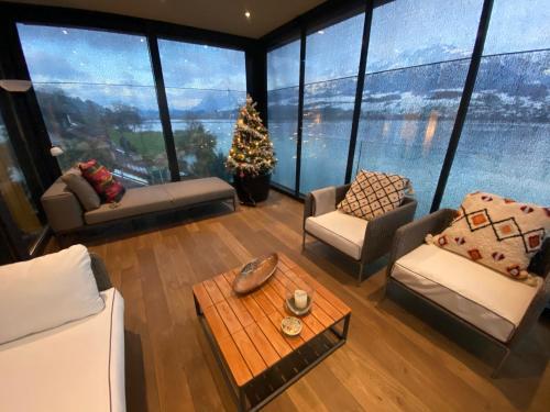 Ein Sitzbereich in der Unterkunft Loft on top of Villa Wilen with awesome views