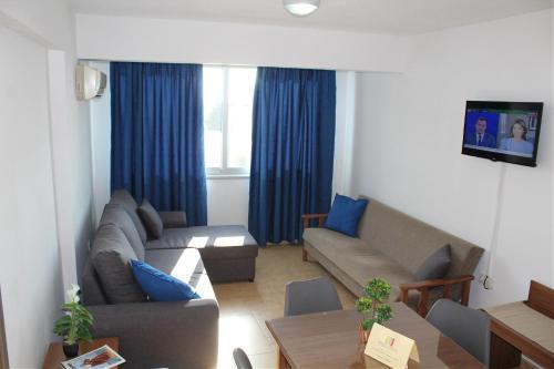 A seating area at Maria Zintili Apartments