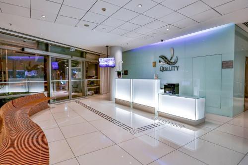 The lobby or reception area at Quality Hotel São Caetano
