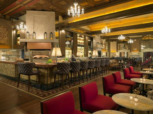 A restaurant or other place to eat at Fairmont Copley Plaza