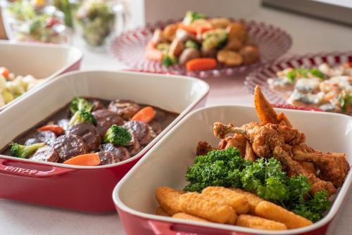 Makanan di atau di tempat lain dekat hotel