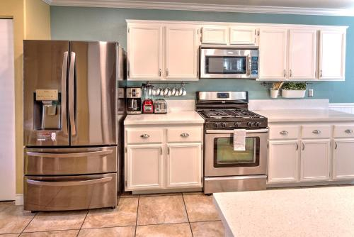 A kitchen or kitchenette at Vegas Vacation
