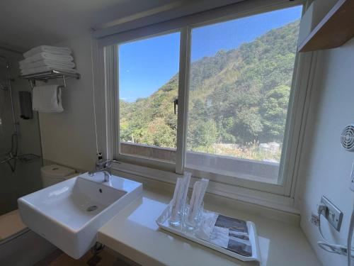 A bathroom at Golden101 Bed and Breakfast