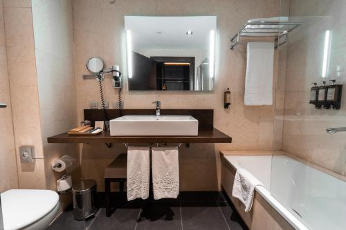A bathroom at La Laguna Gran Hotel