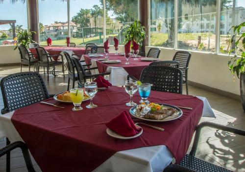 Ресторан / где поесть в Park Royal Homestay Los Cabos