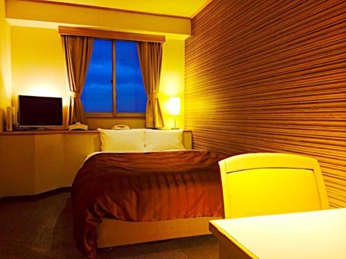 A seating area at Kokura Bay Hotel Daiichi