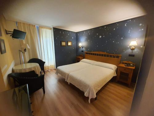 A bed or beds in a room at Arha Villa de Suances - Antiguo Albatros