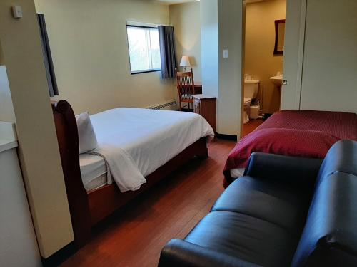 A bed or beds in a room at Résidences Campus Notre-Dame-de-Foy