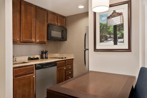 A kitchen or kitchenette at Homewood Suites by Hilton Dover - Rockaway