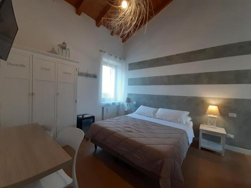 A bed or beds in a room at DaniEli Camere