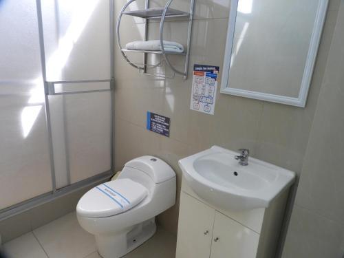 A bathroom at Arenas Hotel & Spa