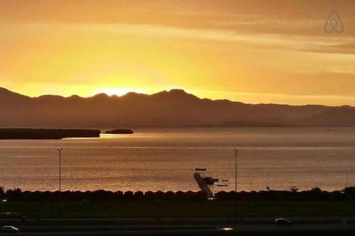 O pôr ou nascer do sol visto do apartamento ou dos arredores