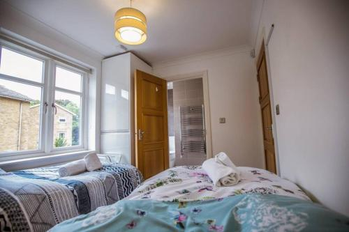 A bed or beds in a room at *ALBAN COURT *COMFY SUITE *