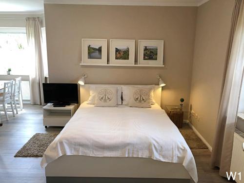 Ein Bett oder Betten in einem Zimmer der Unterkunft Ferienwohnung Kraft