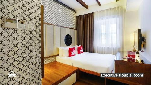 A bed or beds in a room at ZEN Premium Kampong Glam