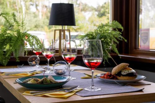 A restaurant or other place to eat at Restauracja & Hotel Punkt Widzenia