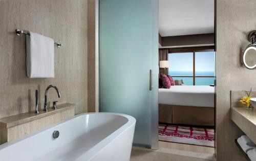 Ванная комната в Fairmont Ajman