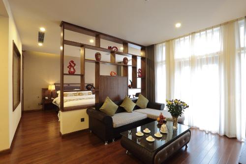 A seating area at Sapa Legend Hotel & Spa