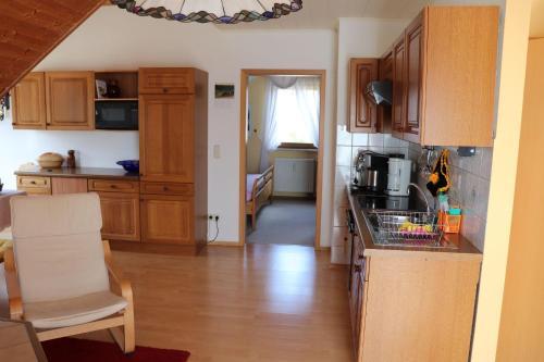 A kitchen or kitchenette at Ferienwohnung-Daeumler