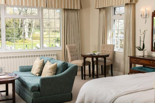 A seating area at Longueville Manor
