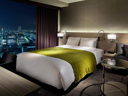A bed or beds in a room at Mitsui Garden Hotel Ginza Premier