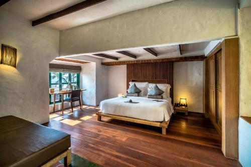 A bed or beds in a room at Aleenta Resort and Spa, Hua Hin - Pranburi