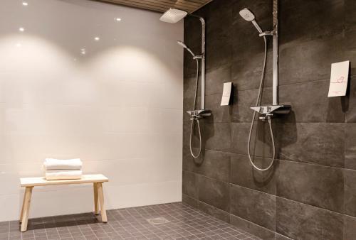 A bathroom at Original Sokos Hotel Vaakuna Pori