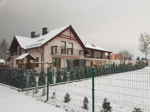 Obiekt Pokoje Mariola zimą