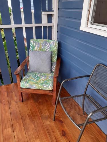 Ein Sitzbereich in der Unterkunft Cosy Hut