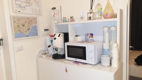 Cucina o angolo cottura di F.Rooms Napoli