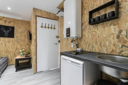 A kitchen or kitchenette at Studio near old Nice - atypical - tram at 10 m