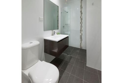 A bathroom at Discovery - Hahndorf Resort