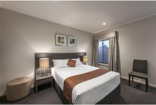 A bed or beds in a room at Discovery - Hahndorf Resort