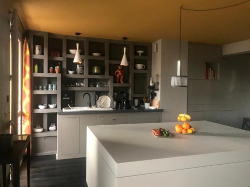 A kitchen or kitchenette at Rénovation de grande qualité - Centre de Marseille