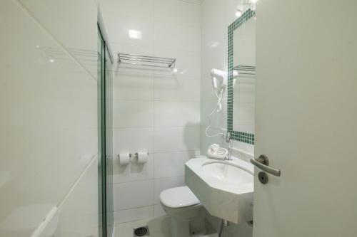 Um banheiro em Apart Hotel Porto Kanoas