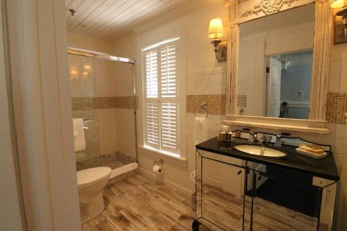 A bathroom at The Riverview Hotel - New Smyrna Beach