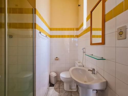 A bathroom at Hotel Fagundes Varela