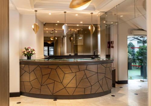 The lobby or reception area at Elysées Union
