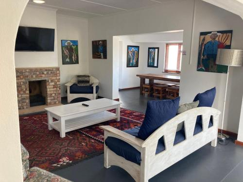 A seating area at Hermanus Backpackers & Budget Accommodation