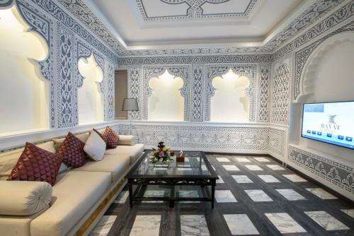 Uma área de estar em Bayat hotel