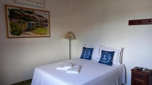 A bed or beds in a room at Pousada dos Navegantes