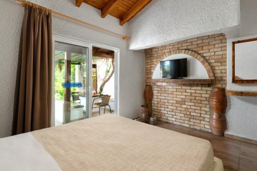 Кровать или кровати в номере Elefteria Maisonettes