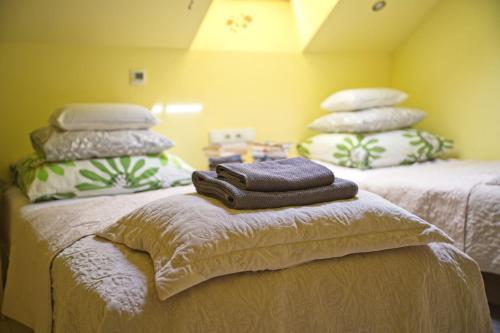 Łóżko lub łóżka w pokoju w obiekcie Medison Boutique B&B