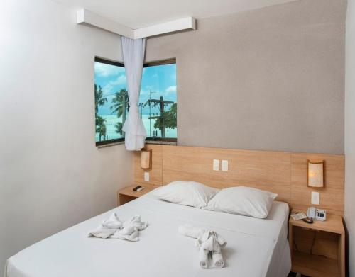 A bed or beds in a room at Hotel Porto Maceió