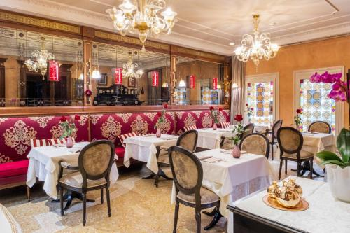 A restaurant or other place to eat at Hotel Moresco