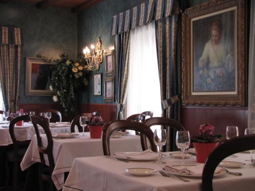 Restaurant ou autre lieu de restauration dans l'établissement Hostal Beti-jai