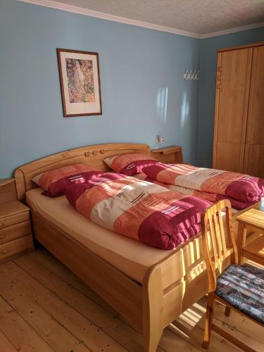 A bed or beds in a room at Weingut Pension Hammes-Krüger