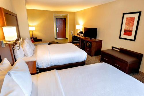 A bed or beds in a room at Comfort Suites Goodyear-West Phoenix