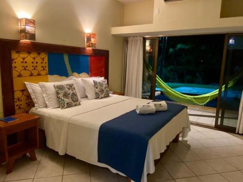 A bed or beds in a room at Hotel Casa do Mar